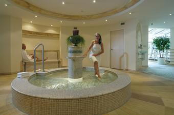 Take a Kneipp cure in the Helena Therme of the Regena