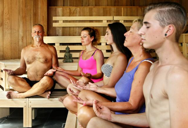Yoga in der Sauna